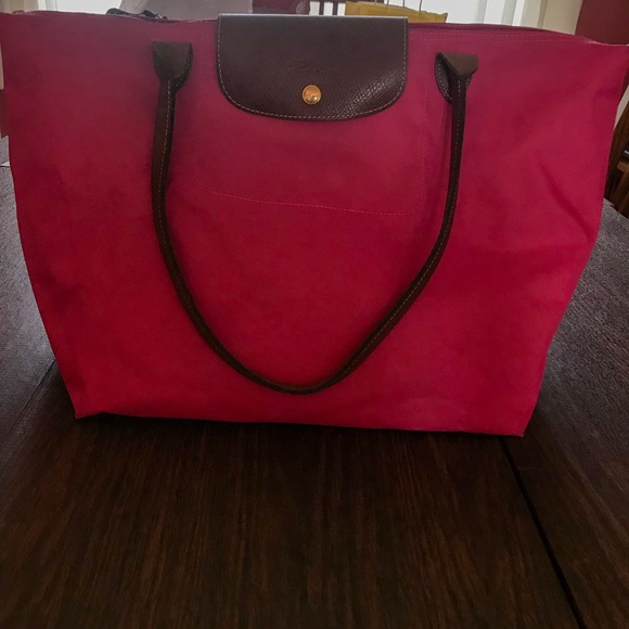 Longchamp Handbags - FLASH SALE Pink Longchamp Tote